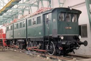 E 91 99 frisch restauriert im AW München-Freimann 1984