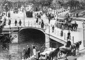Die Potsdamer Brücke um 1890 mit Verkehr - Ein funktionales Schmuckstück - Foto: unbekannter Autor