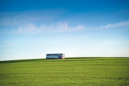 Reisebus am Horizont